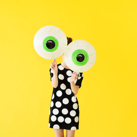 diy-eyeball-balloons