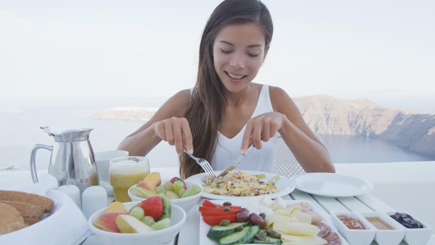 woman eating.jpg